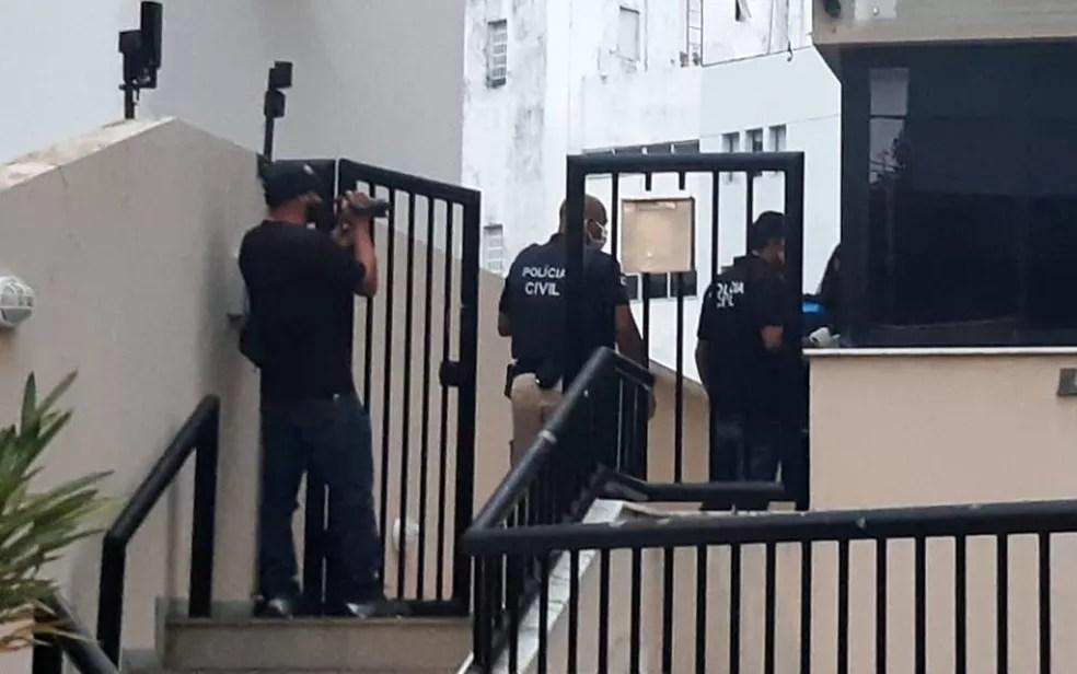 Polícia Civil da Bahia faz operação contra empresa que deixou de entregar respiradores a estados do Nordeste — Foto: Adriana Oliveira/TV Bahia