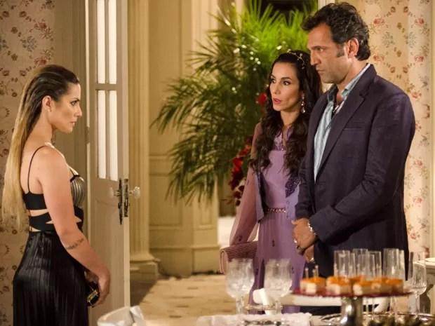 Bianca fica sem reação ao saber que Zyah está casado com Ayla (Foto: Salve Jorge/TV Globo)