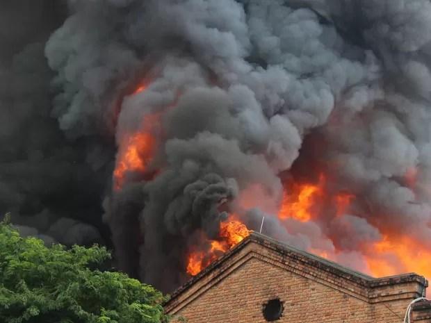 Rio incêndio shopping Nova América (Foto: José Lucena/Futura Press/Estadão Conteúdo)