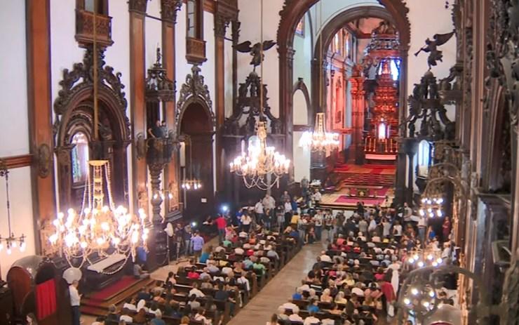 Primeira missa na Catedral de Campinas após ataque que terminou com cinco fiéis mortos teve ritual de purificação. — Foto: Reprodução/EPTV
