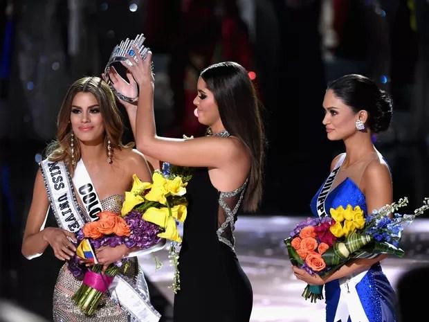 Coroa foi retirada da colombiana após erro de anúncio de apresentador (Foto: Ethan Miller/GETTY IMAGES NORTH AMERICA/AFP)