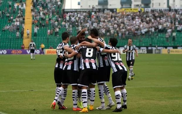 Figueirense x Coritiba - comemoração gol Figueirense (Foto: Agência Estado)