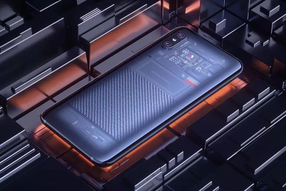 Xiaomi Mi 8 Explorer Edition tem a carcaça transparente — Foto: Divulgação/ Xiaomi