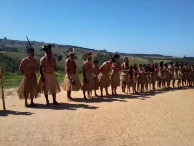 A dança é uma das culturas preservadas na aldeia Karugwa. (Foto: Giliardy Freitas / TV TEM)