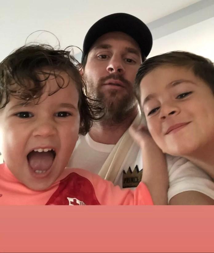 Messi postou uma foto ao lado dos filhos — Foto: Reprodução/Instagram