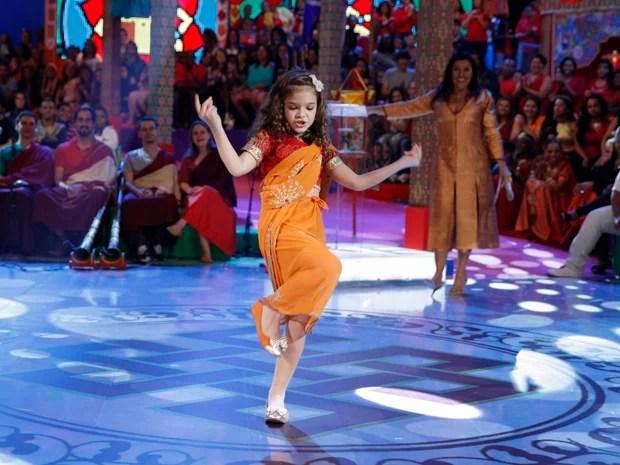 Mel Maia dança hit da Anitta (Foto: João Pedro Januário / Rede Globo)