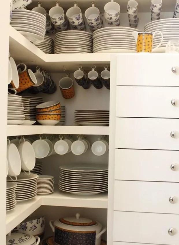Na cozinha é comum itens repetidos ou de pouco uso. Reavalie a necessidade real de cada peça e doe o que estiver sobrando (Foto: Divulgação)