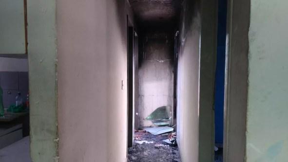 Quartos de casa ficaram destruído após incêndio na madrugada desta quarta (26) em Parnamirim, RN  — Foto: Geraldo Jerônimo/Inter TV Cabugi
