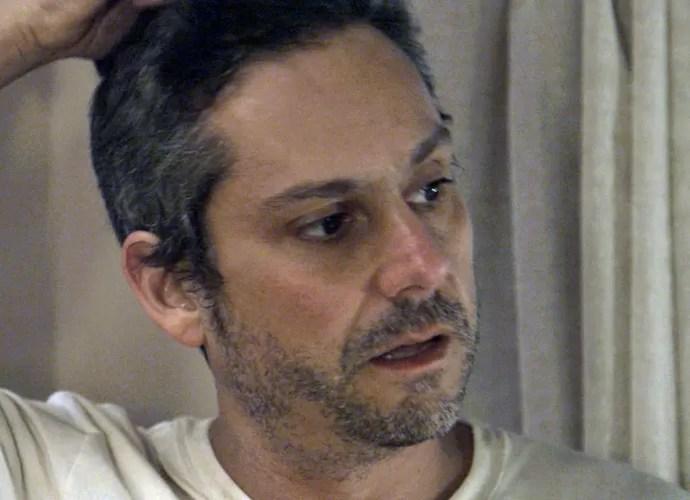 Romero diz que vai libertar Kiki (Foto: TV Globo)