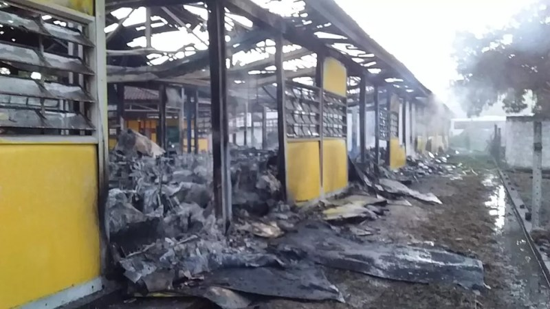 Fogo destruiu maior parte de escola municipal em Matriz de Camaragibe, AL — Foto: Arquivo Pessoal