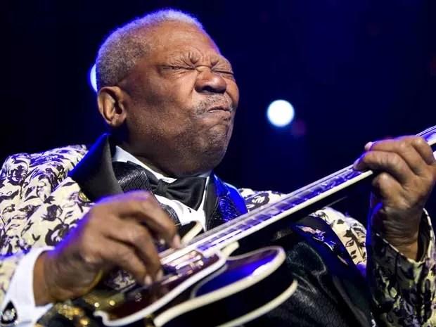 B.B. King tinha verdadeira paixão por seus instrumentos.  (Foto: Valentin Flauraud / Reuters)
