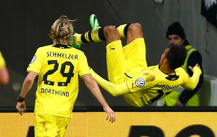Pierre Aubameyang comemora, Eintracht Frankfurt x Borussia Dortmund (Foto: Reuters)
