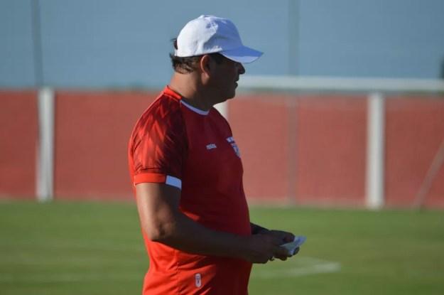 Roberto Fernandes ainda faz ajustes no time — Foto: Maxwell Oliveira/ASCOM CRB