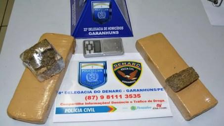 Droga apreendida foi levada para a delegacia (Foto: Polícia Militar/Divulgação)