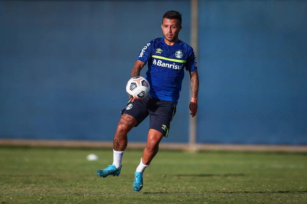 Matheus Henrique em treino pelo Grêmio antes do jogo contra o Independiente del Valle pela Libertadores — Foto: Lucas Uebel/DVG/Grêmio