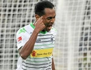 Raffael comemora gol do Borussia Monchengladbach contra o Eintracht Brauschweig (Foto: Agência EFE)