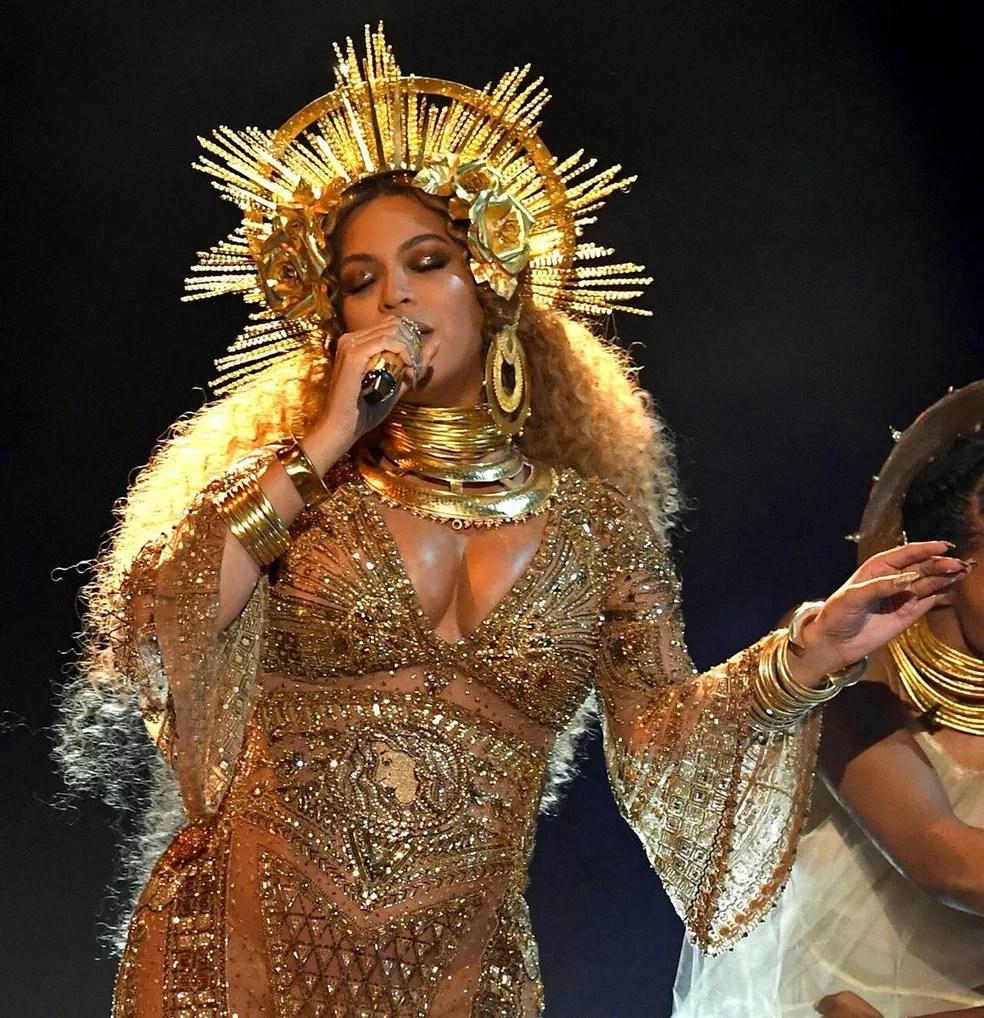 Beyoncé, uma das cantoras mais bem sucedidas dos Estados Unidos, anunciou que vai financiar bolsas de estudos para mulheres universitárias (Foto: Reprodução/Twitter)