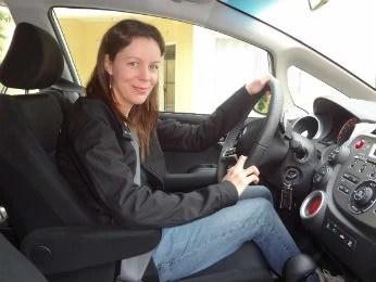 Silvia conta que depois do tratamento se sente uma boa motorista  (Foto: Adriana Justi / G1)