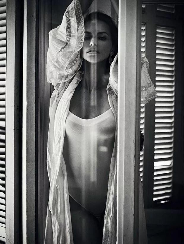 Adriana Lima (Foto: Reprodução/Harper´s Bazaar)