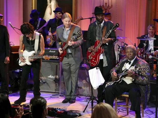 Troy 'Trombone de Shorty', Andrews, Jeff Beck, Derek Trucks, Gary Clark Jr. e BB King durante apresentação na Casa Branca. (Foto: Arquivo / Chris Kleponis / Reuters)