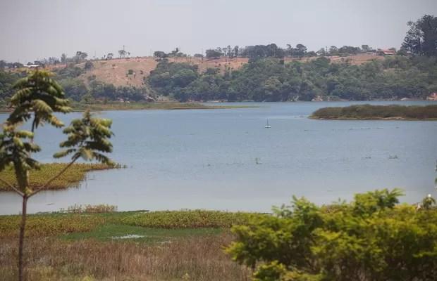 Represa no rio Jundiaí-mirim, em Jundiaí, está com 70% de sua capacidade e não enfrenta problemas por conta da seca em São Paulo (Foto: Rogério Cassemiro/ÉPOCA)