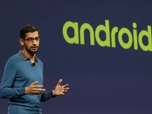 Sundar Pichai, vice-presidente do Google para Android, apresenta novidades sobre o sistema no Google I/O 2015. (Foto: Jeff Chiu/Associated Press)