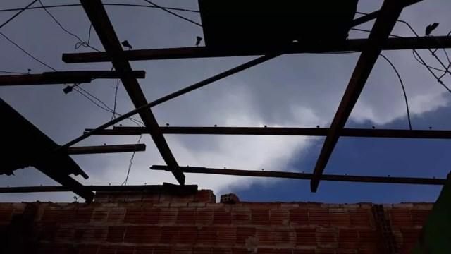 Casa foram destelhadas em Tangará da Serra, durante temporal — Foto: Reprodução