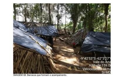 Barracos montados em área da reserva — Foto: Sedam/Reprodução