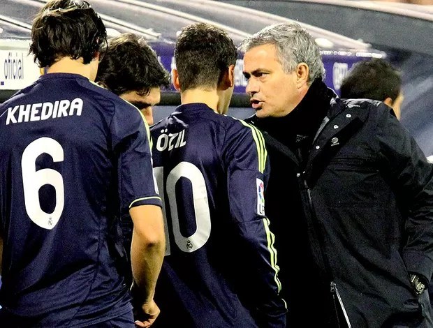 José Mourinho jogo Real Madrid Zaragoza (Foto: EFE)