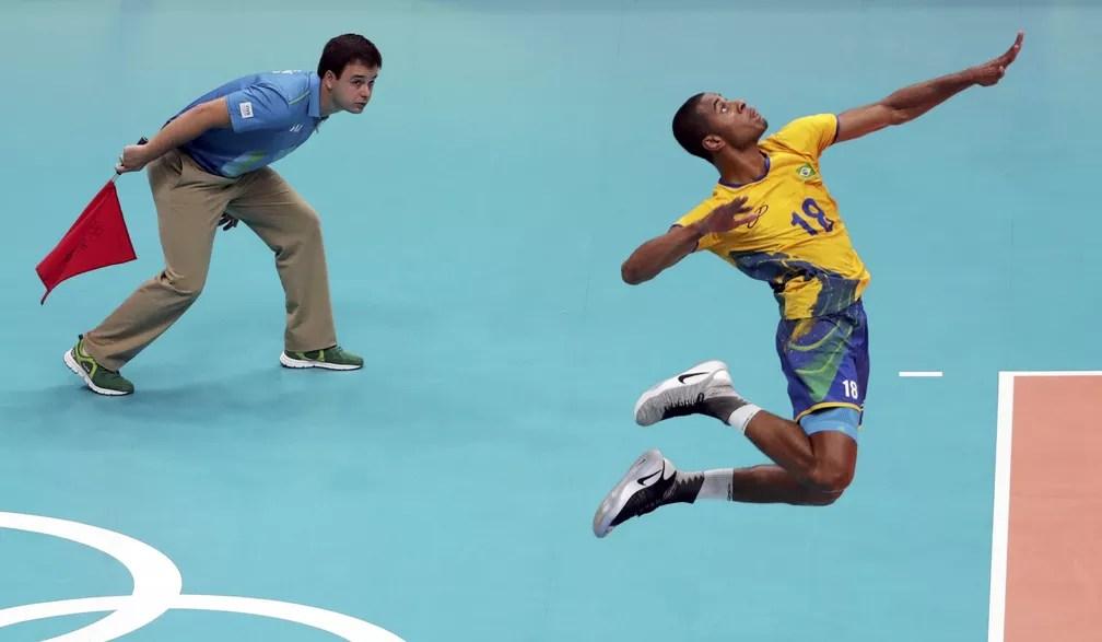 Lucarelli, destaque da seleção brasileira de vôlei — Foto: Ricardo Moraes / Reuters
