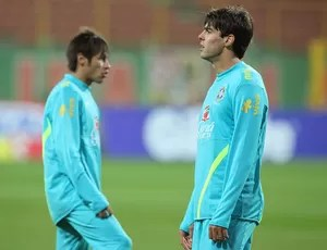 Kaká e Neymar no treino da seleção brasileira (Foto: Mowa Press)