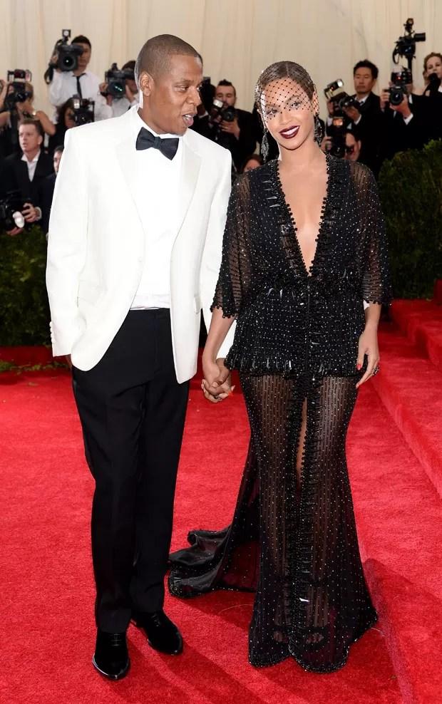 O casal Jay-Z e Beyoncé no 'Met Gala', baile de luxo no Museu de Arte Metropolitan, de Nova York. (Foto: Dimitrios Kambouris/France Presse)