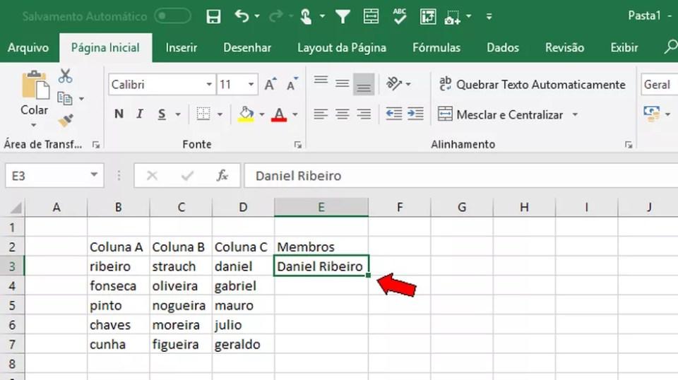 Digite um padrão e arraste o seletor da célula para baixo no Excel (Foto: Reprodução/Daniel Ribeiro)