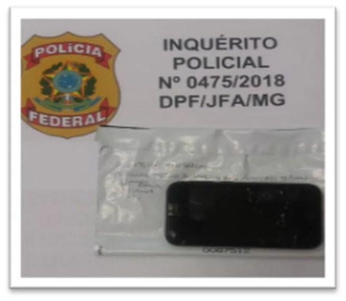Dos 4 aparelhos celulares de Adélio apreendidos, apenas dois funcionavam. Perícia não encontrou sinais da participação de terceiros. — Foto: Polícia Federal / Divulgação