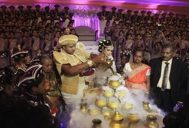 Cerimônia foi realizada nesta sexta-feira em Negombo (Foto: Dinuka Liyanawatte/Reuters)