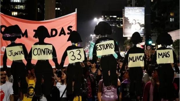 Protesto em São Paulo após estupro no Rio  (Foto: AFP)