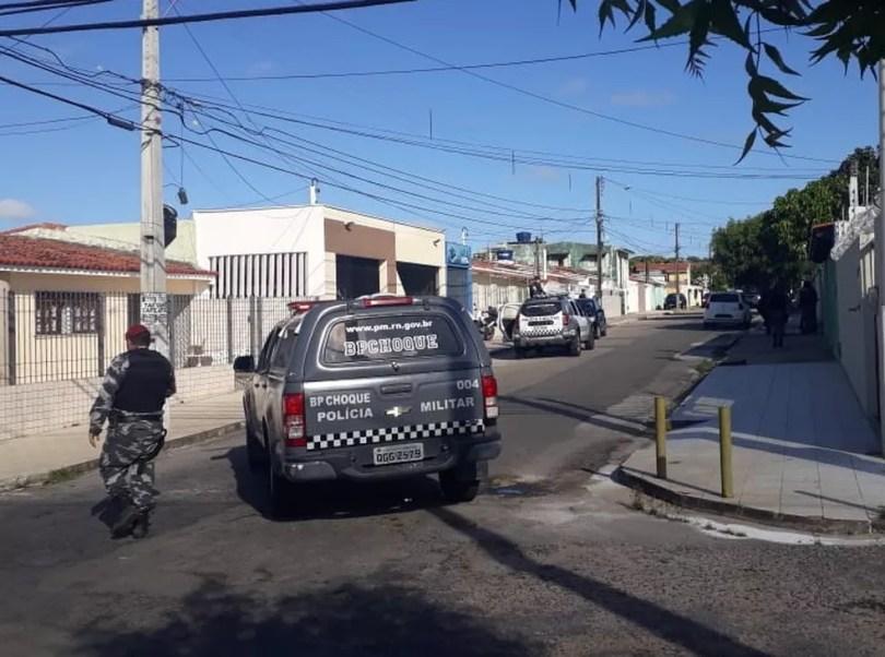 Tentativa de assalto aconteceu na manhã desta sexta-feira (11) em Candelária, na Zona Sul de Natal — Foto: Marksuel Figueredo/Inter TV Cabugi