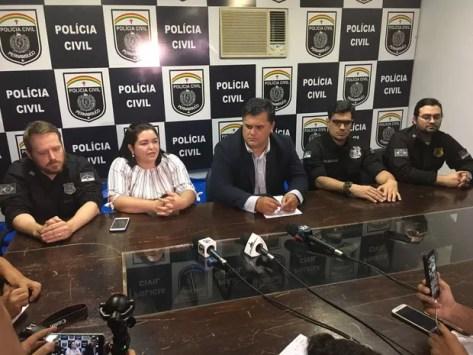Coletiva triplo homicídio (Foto: Ana Rebeca Passos/TVAsaBranca)
