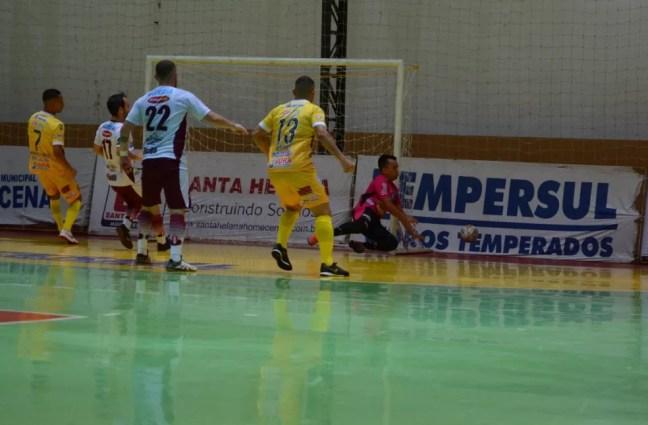 Dracena conseguiu o gol de empate faltando 40 segundos para o término da partida — Foto: João Paulo Benini/Dracena Futsal