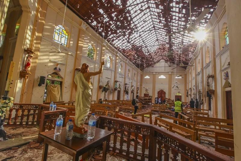 Igreja de São Sebastião, atingida por explosões em Negombo, no norte de Colombo, no Sri Lanka — Foto: Chamila Karunarathne/AP