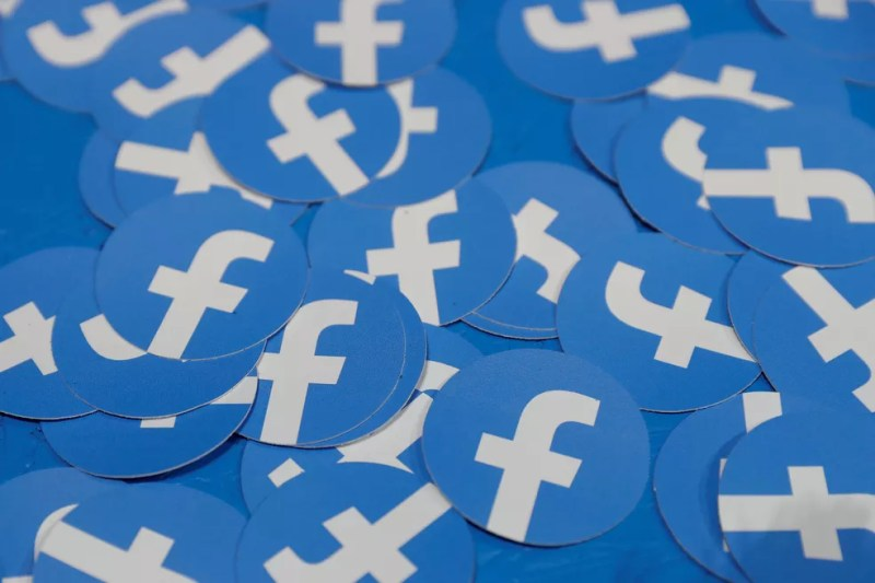 Facebook estaria desenvolvendo equipamento para televisores e, segundo site, já contatou até serviços de streaming — Foto: Stephen Lam/Reuters