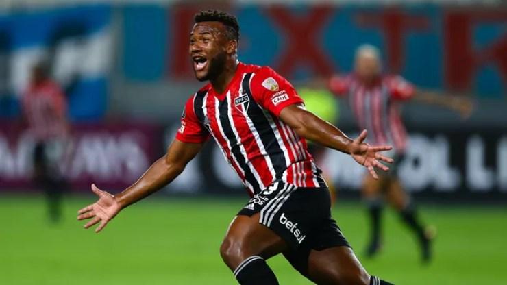 Luan comemora o primeiro gol do São Paulo