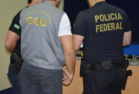 Agentes federais e servidores da COntroladoria Geral da União participam de operação em Pernambuco (Foto: Polícia Federal/ Divulgação)