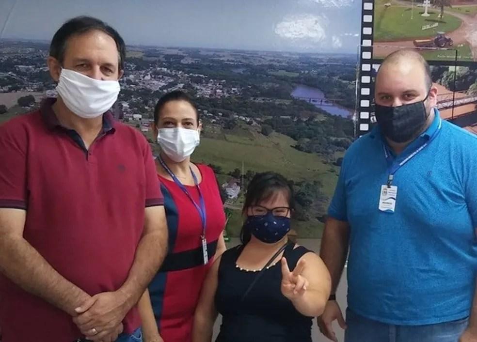 Vereadora Luana Rolim com o prefeito de Santo Ângelo e secretários municipais. — Foto: Arquivo pessoal