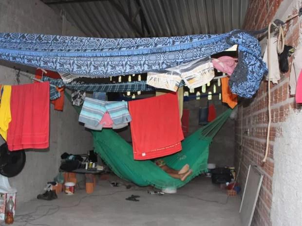 Trabalhadores dormiam em redes com menos de um metro de distância umas das outras (Foto: Divulgação / MPT)