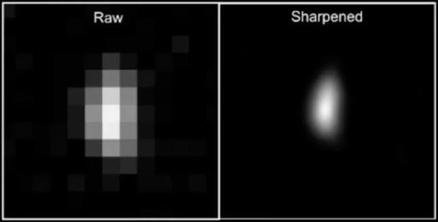 À esquerda, o objeto aparece pixelado e, à direita, mais nítida, ambas captadas pelas câmeras da New Horizons (Foto: NASA/JPL)