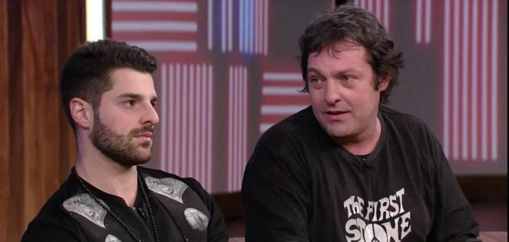 Alok e o pai Juarez Petrillo no 'Conversa com Bial' — Foto: Divulgação/TV Globo