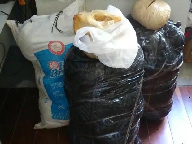 Maconha e cocaína estavam escondidas em carga de cocos (Foto: Ascom/ Polícia Civil)