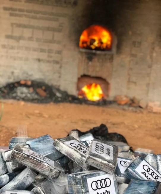 Uma aeronave carregada com 579 kg de cocaína foi interceptada pela Polícia Federal e Força Aérea Brasileira (FAB) — Foto: PF/Divulgação