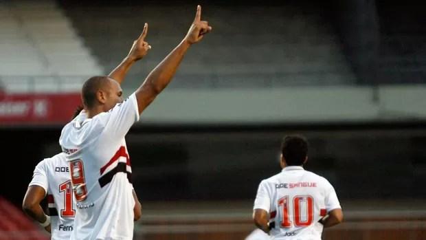 luis fabiano são paulo gol bahia (Foto: Werther Santana / Agência Estado)